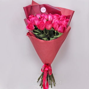 buket-iz-yarko-rozovyh-roz-pink-floyd