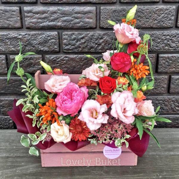 Цветочная композиция в деревянном ящике - фото 1
