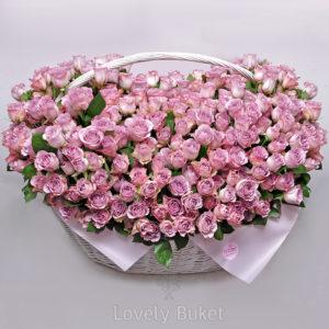 """Цветочная композиция в корзине 365 роз """"1 год вместе"""" - фото 1"""