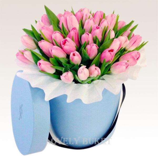 Цветочная композиция из тюльпанов в шляпной коробке - фото 1