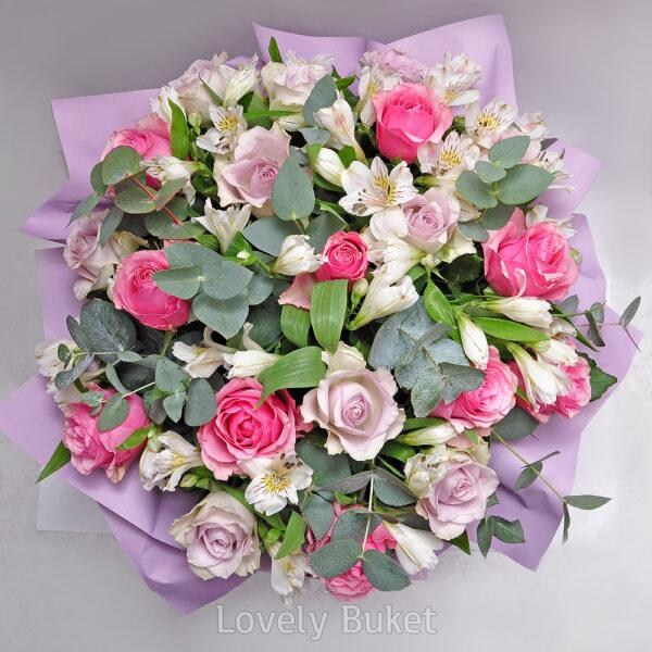 Цветочная композиция с нежными розами и альстромерией - фото 2
