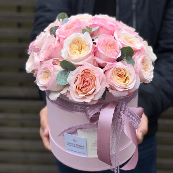 Пионовидные розы с тонким ароматом груши - фото 1