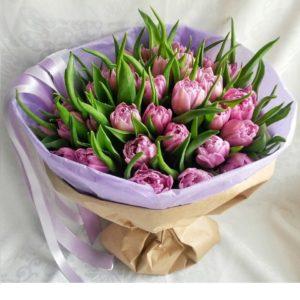 Букет пионовидных сиреневых тюльпанов - фото 1