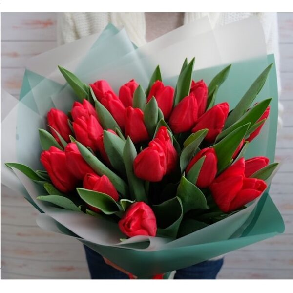 Букет красных тюльпанов - фото 1