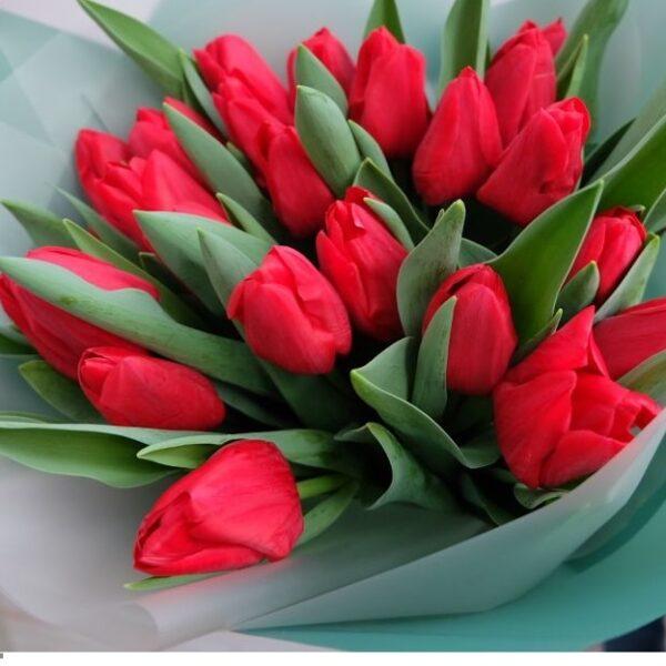 Букет красных тюльпанов - фото 2