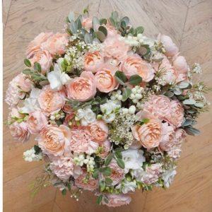 Premium букет из фрезий, розы Juliet, ягод - фото 1