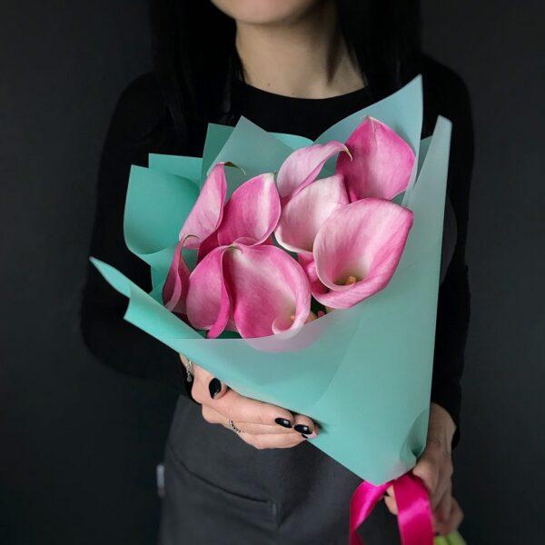 Букет из нежно-розовых калл - фото 1