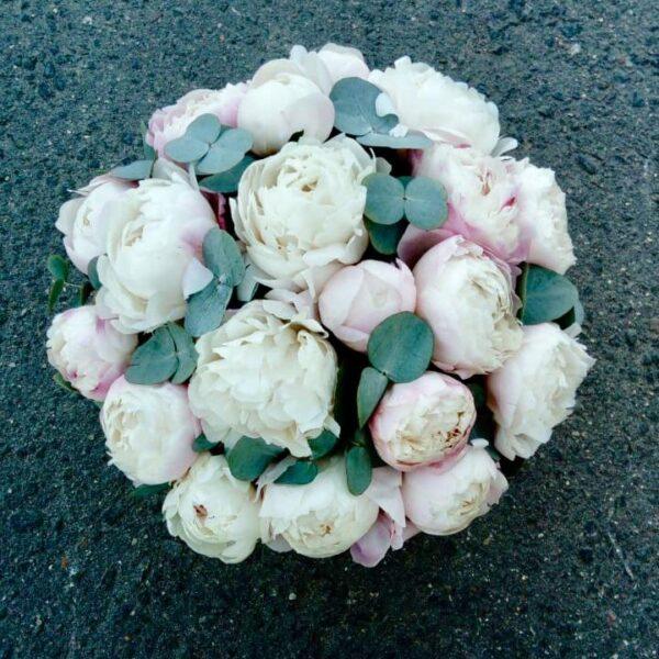 Букет из пионов Gardenia в шляпной коробке - фото 3