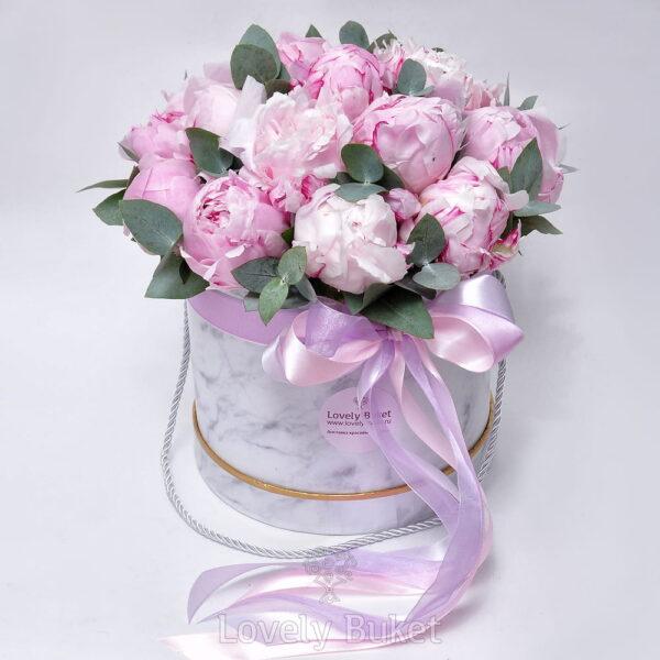 """Букет из розовых пионов в коробке """"Мрамор"""" - фото 1"""