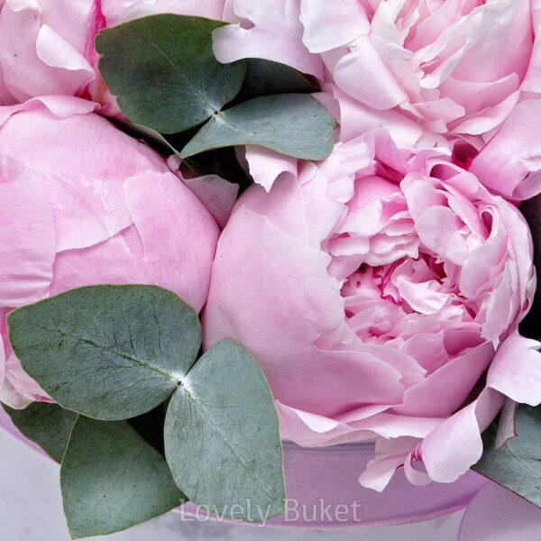 """Букет из розовых пионов в коробке """"Мрамор"""" - фото 3"""