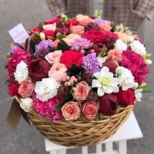 Авторская корзина с пионовидными розами - фото 1