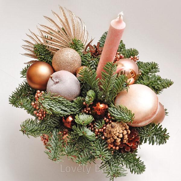Новогодняя композиция с гроздьями бронзовых ягод - фото 2