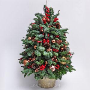 Новогодняя елка с ягодами и шишками - фото 1