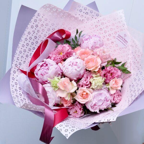 Розовые пионы и кружевные лизиантусы - фото 2
