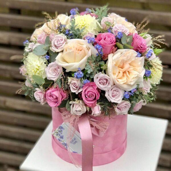 Композиция в коробке с орхидеями, розами, оксипеталумом и мимозой - фото 1