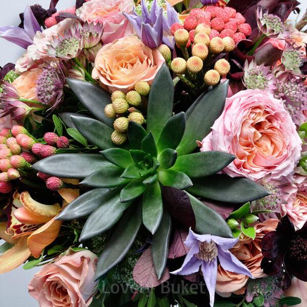 Букет в винно-бронзовых оттенках с особенными цветами - фото 3
