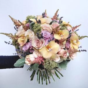 Букет с бронзовыми орхидеями,лавандой и ароматными розами - фото 1