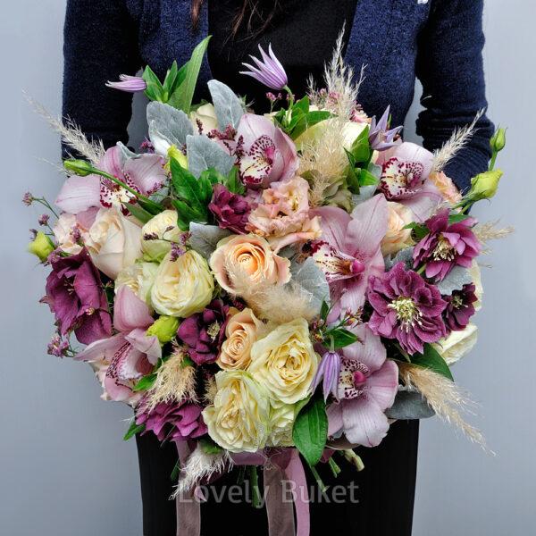 Букет с орхидеями, хелеборусом и розами - фото 2