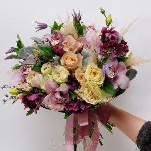 Букет с орхидеями, хелеборусом и розами - фото 1