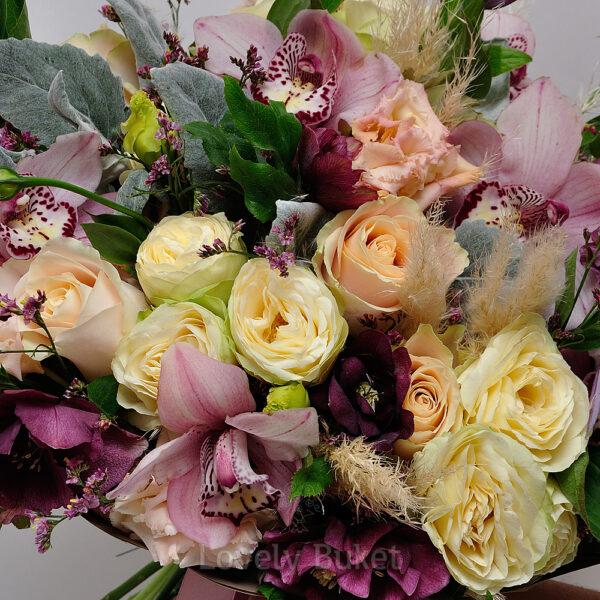 Букет с орхидеями, хелеборусом и розами - фото 3