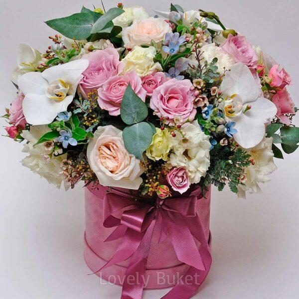 Композиция в коробке с орхидеями, розами, оксипеталумом и мимозой - фото 2