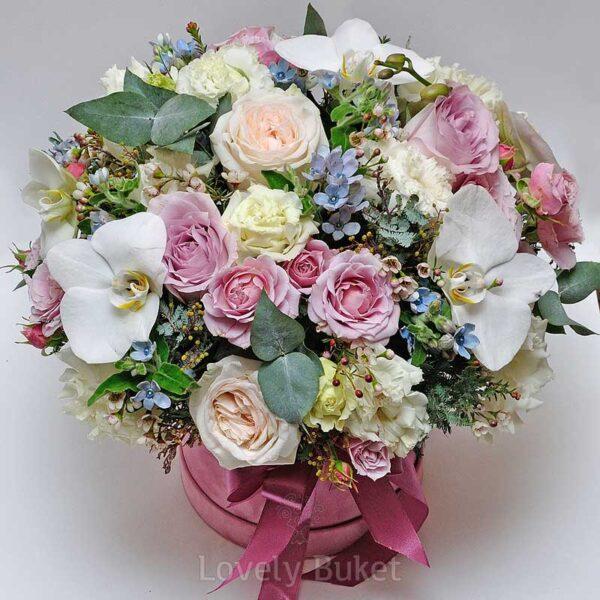 Композиция в коробке с орхидеями, розами, оксипеталумом и мимозой - фото 3