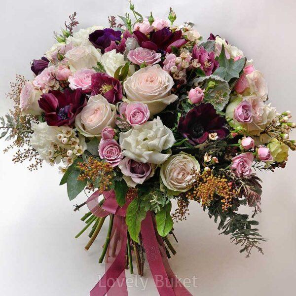 Букет бархатных анемонов с ароматным хамелациумом и розами - фото 2