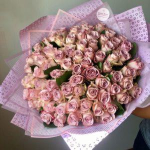 Букет из 101 розы пастельно-сиреневого цвета - фото 1