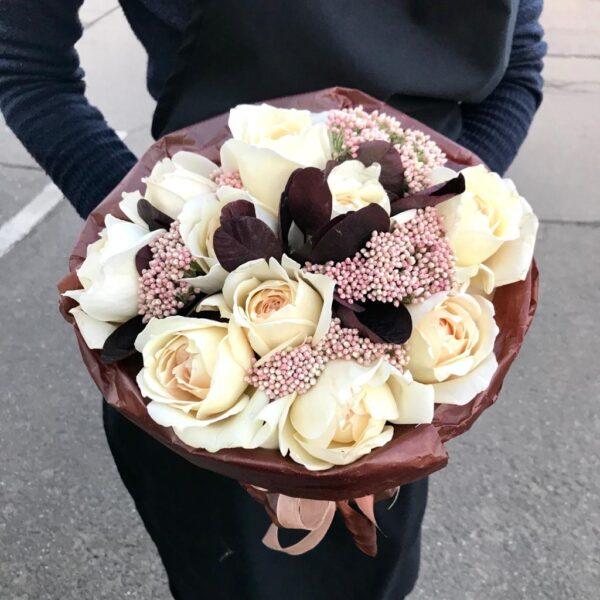 """Букет роз """"Французская роза, озатамнус и экзотическая зелень"""" - фото 1"""
