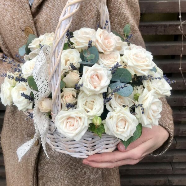Корзина с чайными розами и лавандой - фото 3