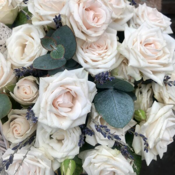 Корзина с чайными розами и лавандой - фото 2
