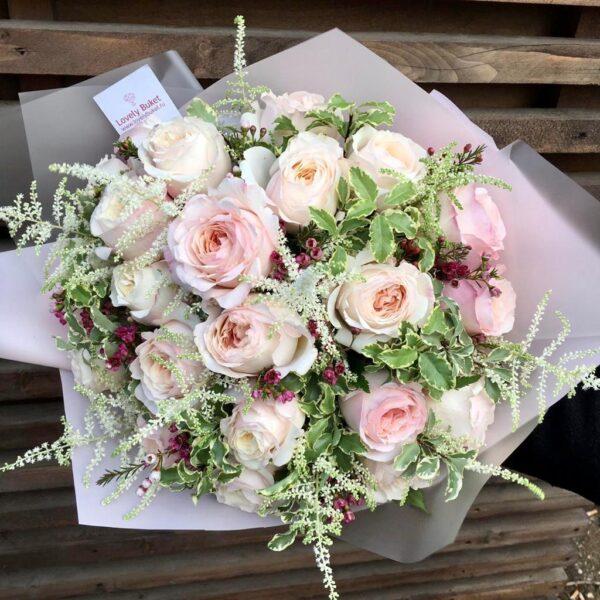 "Букет пионовидных роз ""Keira"" с листьями питтоспорума - фото 1"