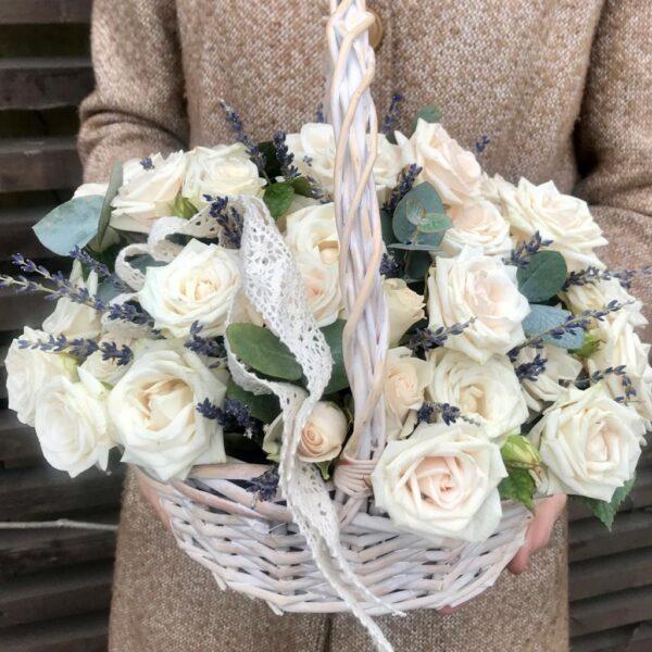 Корзина с чайными розами и лавандой - фото 1