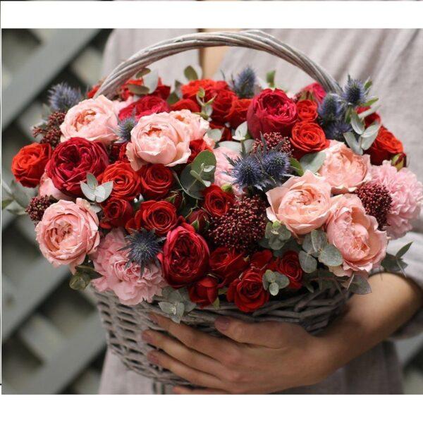 Корзина с экзотикой, розами Red piano, ароматными розами - фото 3