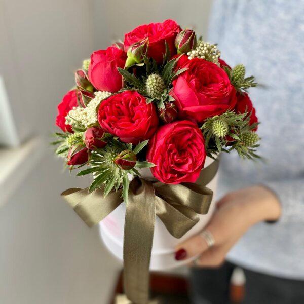 """Букет роз в коробке """"Red Piano и Эрингиум"""" - фото 3"""