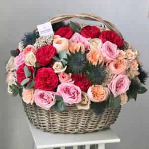 Корзина с экзотикой, розами Red piano, ароматными розами - фото 1