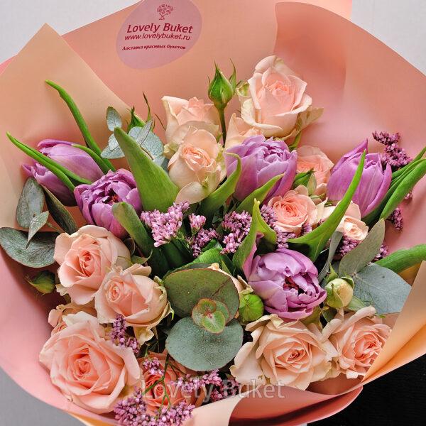 Букет из кустовых роз, тюльпанов и ароматных веток - фото 2