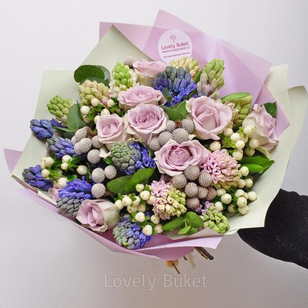 Букет в пастельных оттенках с розами и плодами - фото 1