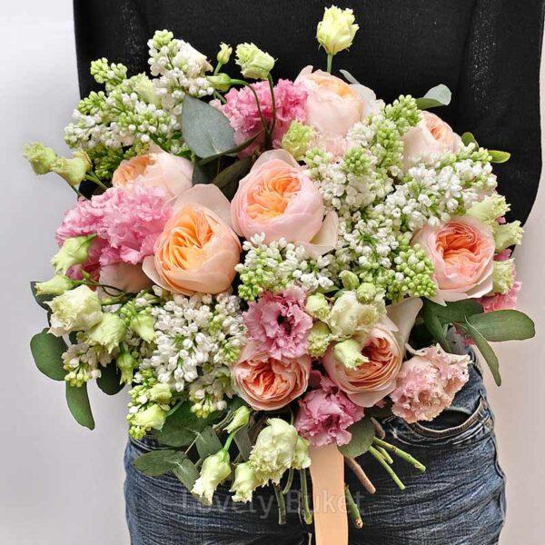 Нежный букет с ароматной сиренью, пионовидными розами и соцветиями - фото 2