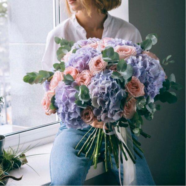 Гортензии и пионовидные розы - фото 1