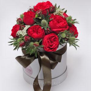 """Букет роз в коробке """"Red Piano и Эрингиум"""" - фото 1"""