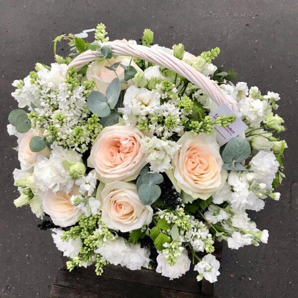 Композиция в нежной гамме с садовыми розами - фото 2