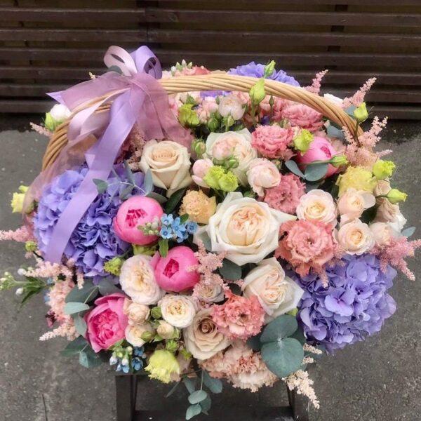 """Цветочная корзина """"Garda""""с пудровыми розами и ажурным лизиантусом - фото 2"""