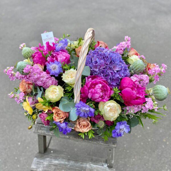 Цветочная корзина в малиново-лиловых оттенках - фото 2