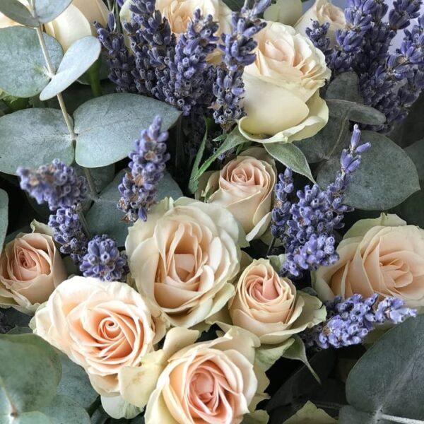 Букет с кустовыми розами и лавандой - фото 2