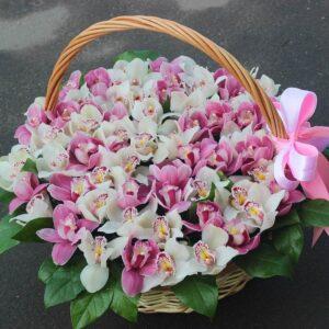 Цветочная композиция орхидей в корзине (любые цвета) - фото 1