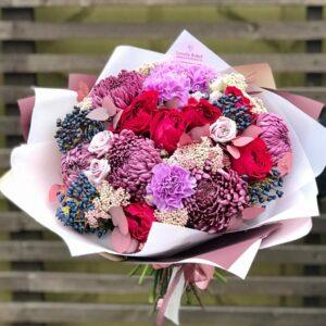 Букет в вишнево-сиреневой гамме с хризантемой и розой - фото 1