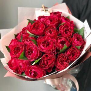 Букет элитных винных пионовидных роз - фото 1