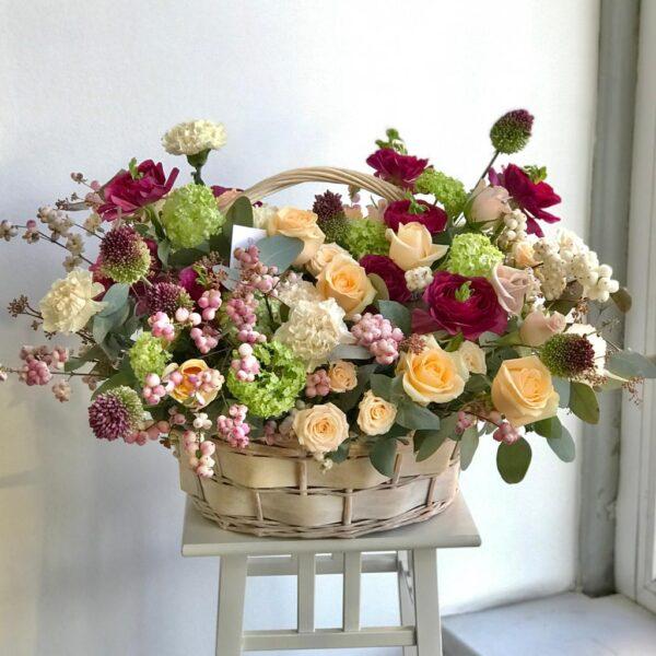 """Цветочная композиция в корзине """"Мелодии весны"""" - фото 1"""
