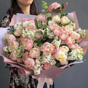Букет из белой сирени и тюльпанов Sambuka - фото 1
